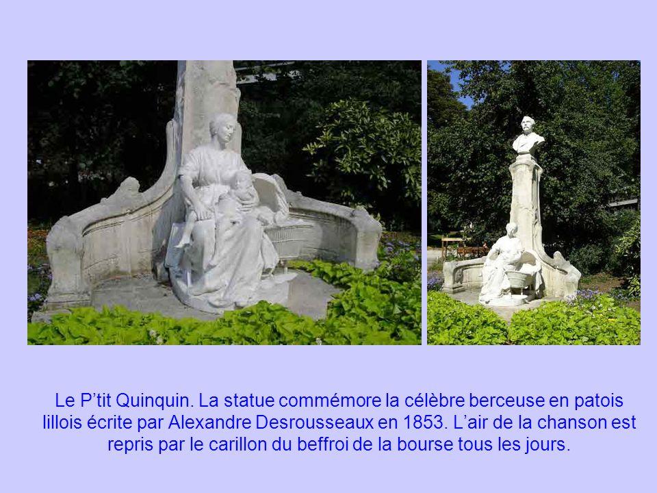 Le Ptit Quinquin. La statue commémore la célèbre berceuse en patois lillois écrite par Alexandre Desrousseaux en 1853. Lair de la chanson est repris p