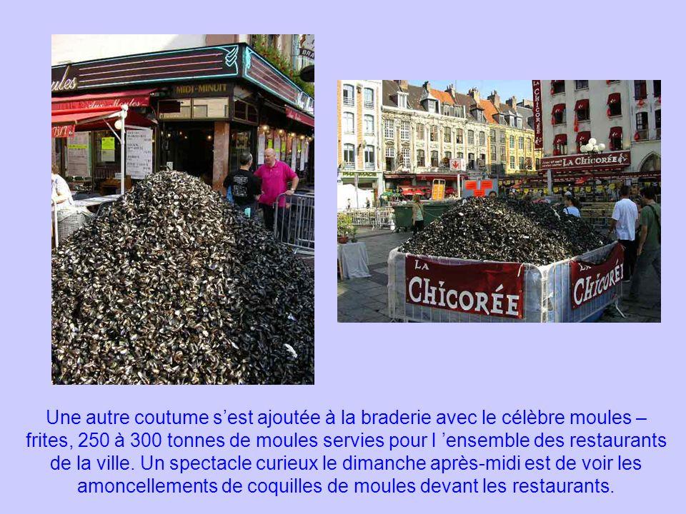 Une autre coutume sest ajoutée à la braderie avec le célèbre moules – frites, 250 à 300 tonnes de moules servies pour l ensemble des restaurants de la