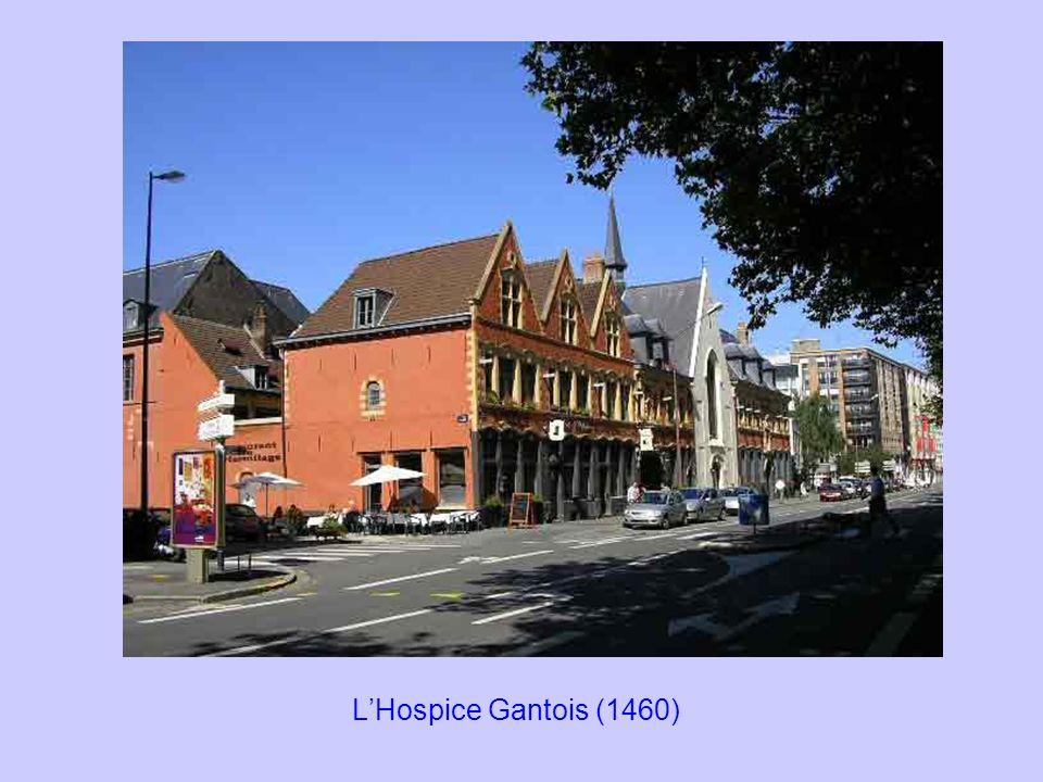Le dix-neuvième siècle est marqué par un nouvel agrandissement de la ville en 1858.