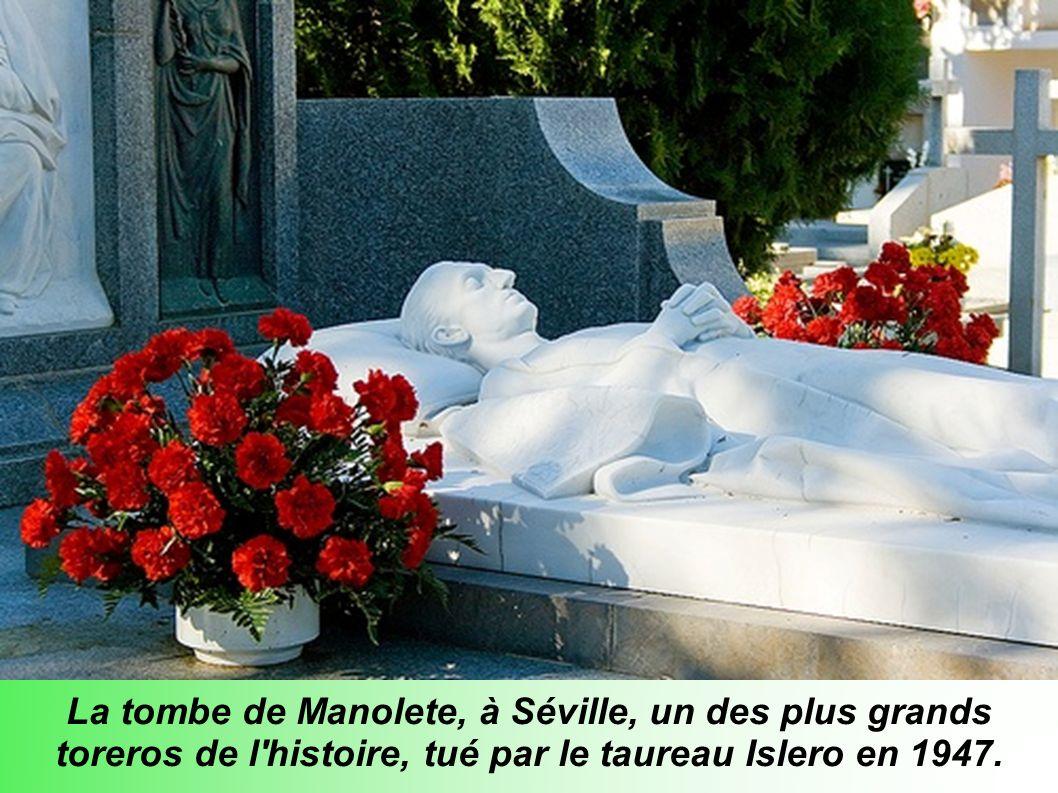 La tombe de Manolete, à Séville, un des plus grands toreros de l histoire, tué par le taureau Islero en 1947.