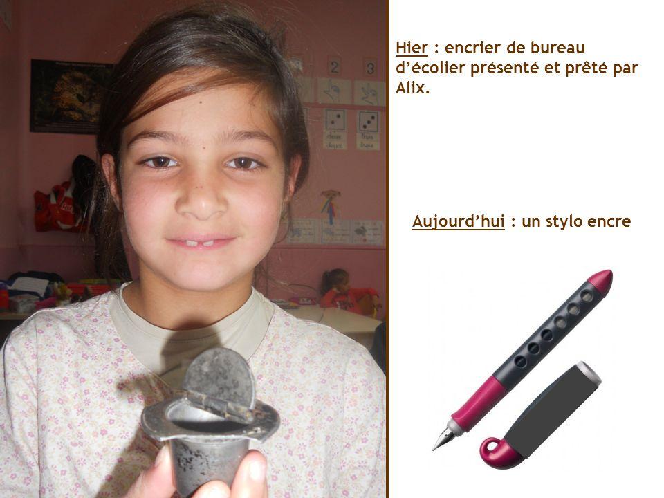 Hier : encrier de bureau décolier présenté et prêté par Alix. Aujourdhui : un stylo encre