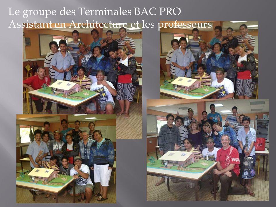 Le groupe des Terminales BAC PRO Assistant en Architecture et les professeurs