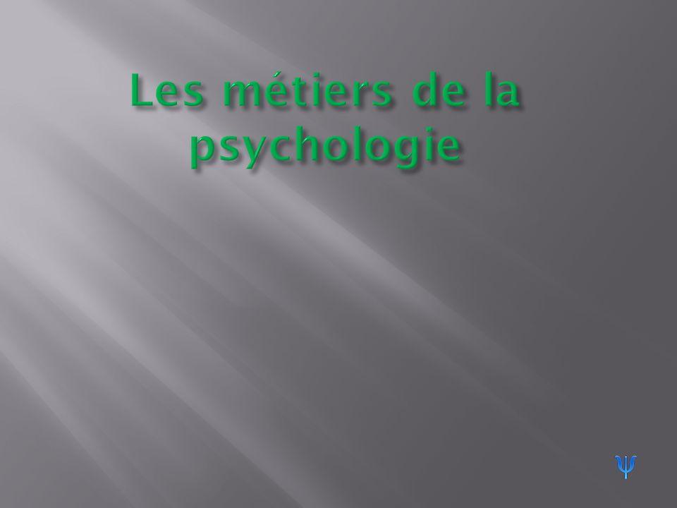 II/ Trois métiers psychologiques détaillés 1) Psychiatre Spécialisé dans les maladies mentales :diagnostique, traite, prévient.