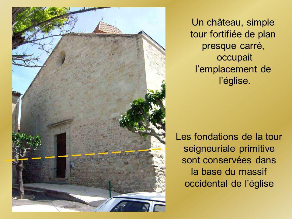 Les fondations de la tour seigneuriale primitive sont conservées dans la base du massif occidental de léglise Un château, simple tour fortifiée de pla