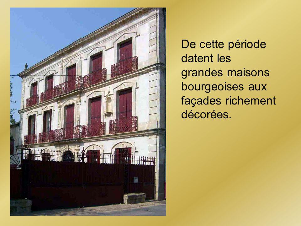 De cette période datent les grandes maisons bourgeoises aux façades richement décorées.
