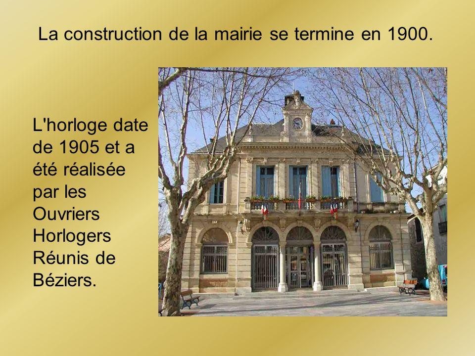 La construction de la mairie se termine en 1900. L'horloge date de 1905 et a été réalisée par les Ouvriers Horlogers Réunis de Béziers.