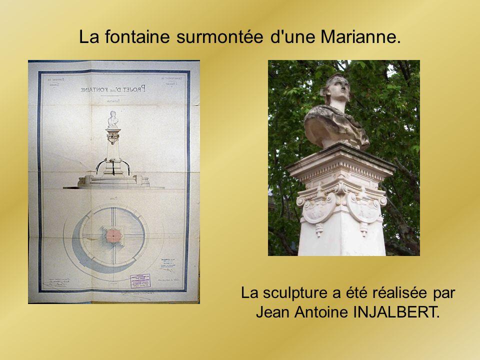 La fontaine surmontée d'une Marianne. La sculpture a été réalisée par Jean Antoine INJALBERT.