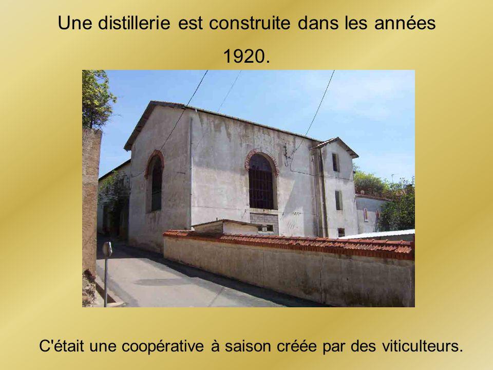 Une distillerie est construite dans les années 1920. C'était une coopérative à saison créée par des viticulteurs.