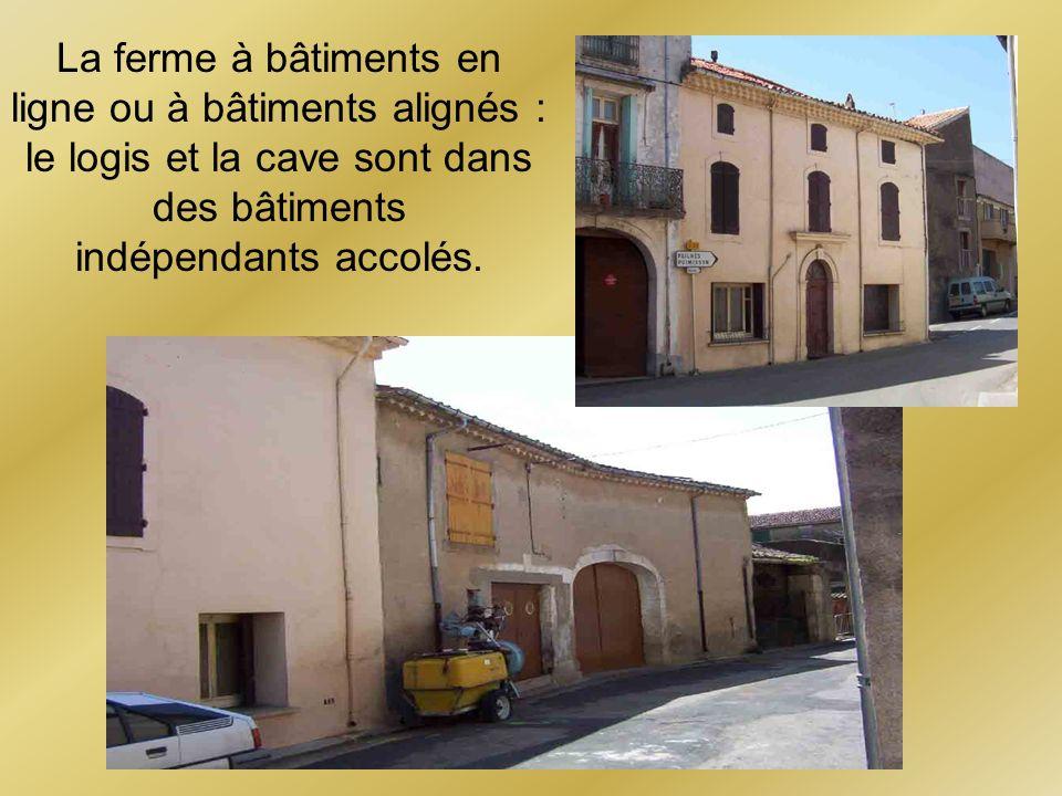 La ferme à bâtiments en ligne ou à bâtiments alignés : le logis et la cave sont dans des bâtiments indépendants accolés.