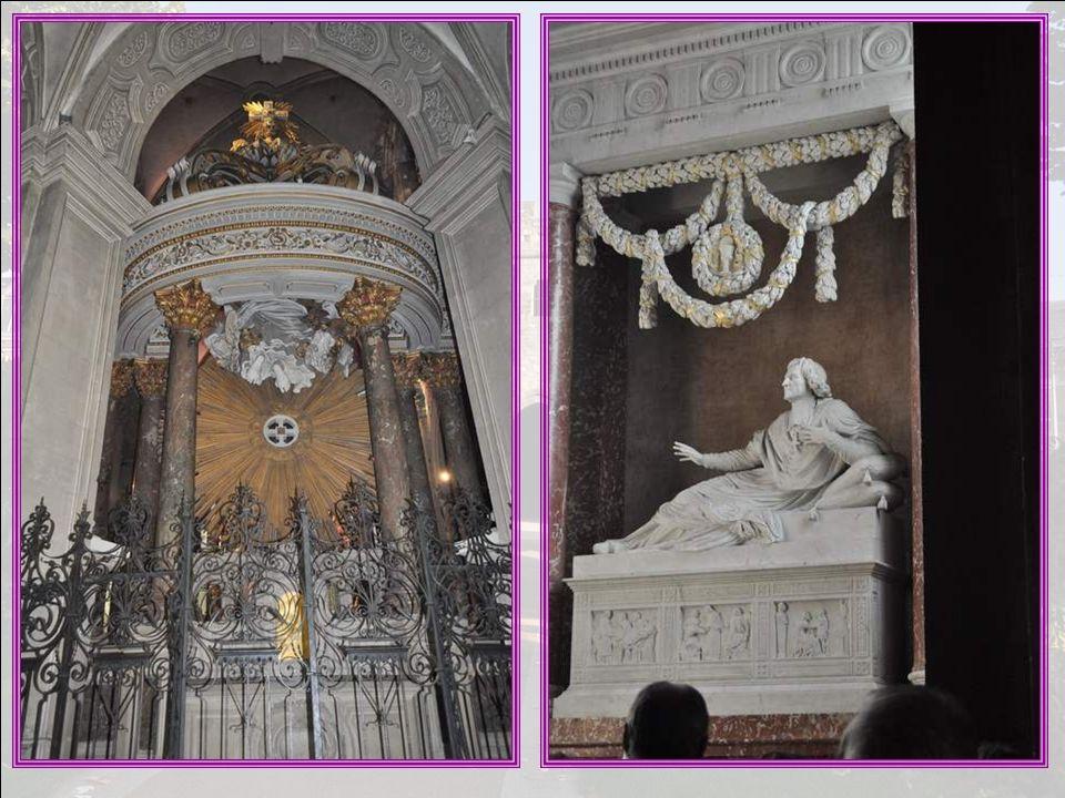 La cathédrale possède en outre deux titres de gloire : cette icône précieuse, qui donne son nom à la cathédrale, puisque cest Notre-Dame de Gràce, Cet
