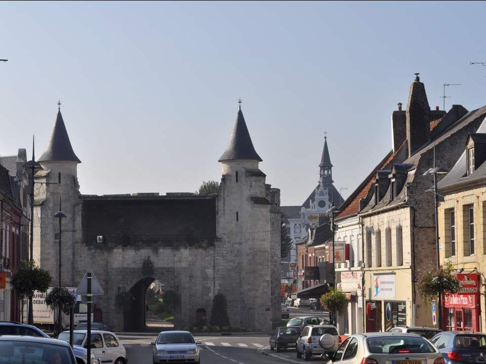 Cambrai est une ville magnifique, une ville fortifiée dans laquelle on entre par la porte. Vous me direz que, rentrer par une porte, cest assez normal
