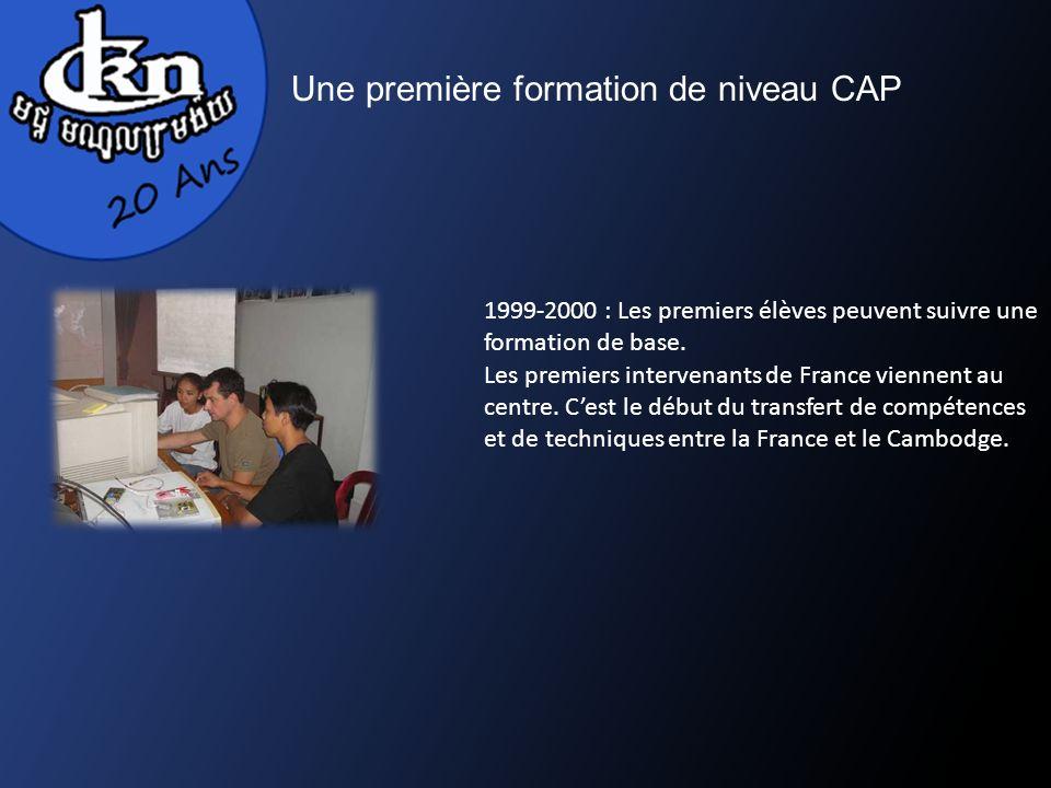 Une première formation de niveau CAP 1999-2000 : Les premiers élèves peuvent suivre une formation de base. Les premiers intervenants de France viennen