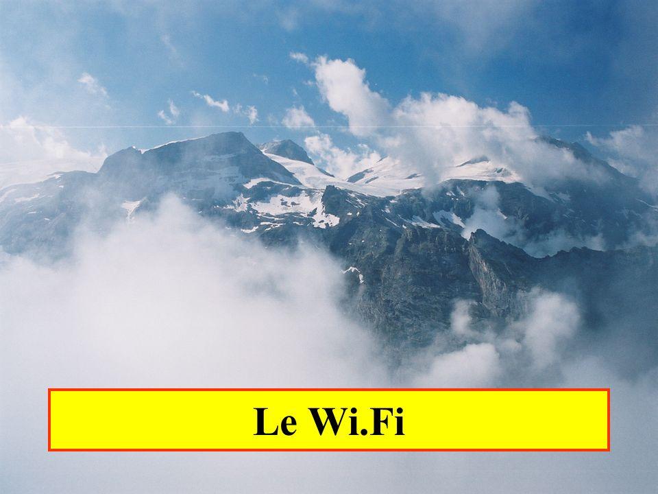 Yonel Grusson 52 La sécurité L authentification et la confidentialité (cryptage) des échanges sur un réseau WiFi a beaucoup évolué : La technique préconisée à l origine par la norme 802.11 est le WEP ( Wired Equivalent Privacy ).