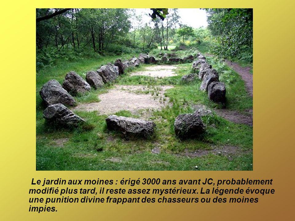 Le jardin aux moines : érigé 3000 ans avant JC, probablement modifié plus tard, il reste assez mystérieux. La légende évoque une punition divine frapp