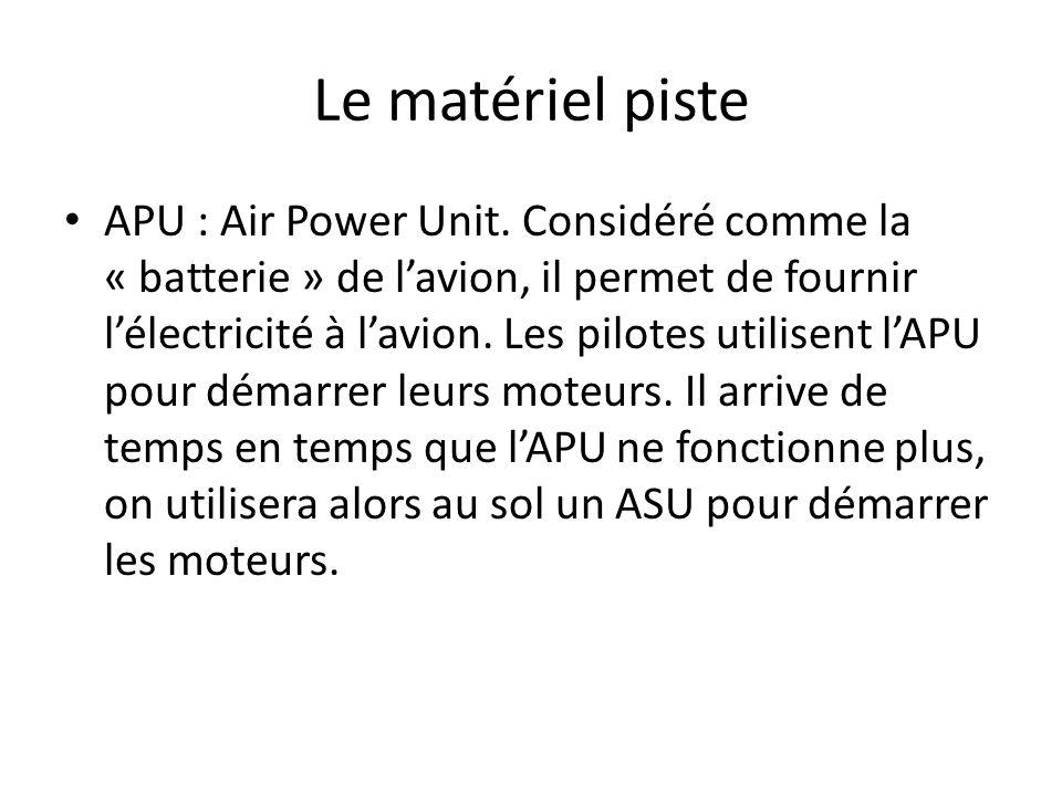 Le matériel piste APU : Air Power Unit. Considéré comme la « batterie » de lavion, il permet de fournir lélectricité à lavion. Les pilotes utilisent l
