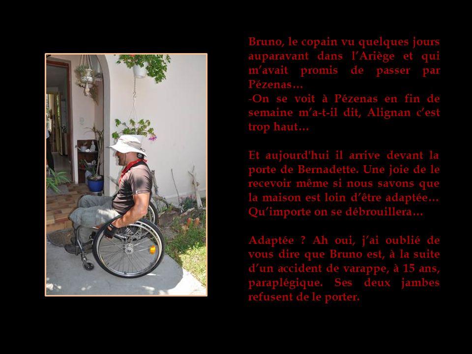 Bruno, le copain vu quelques jours auparavant dans lAriège et qui mavait promis de passer par Pézenas… - On se voit à Pézenas en fin de semaine ma-t-il dit, Alignan cest trop haut… Et aujourd hui il arrive devant la porte de Bernadette.