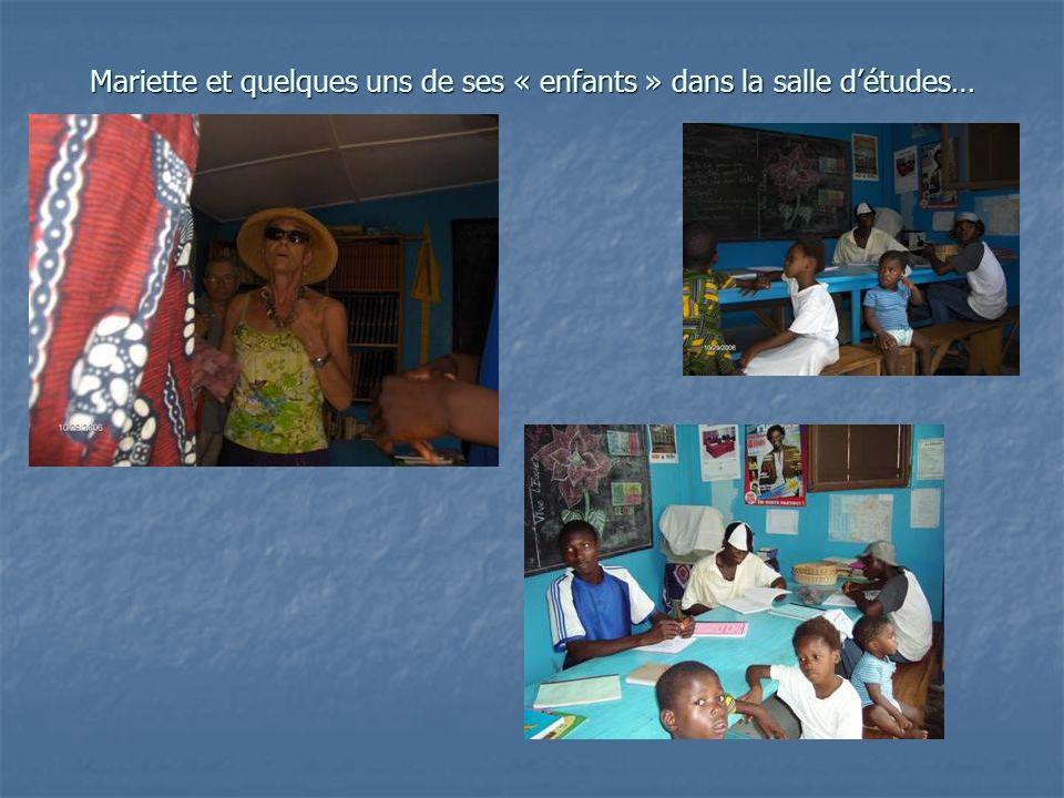Mariette et quelques uns de ses « enfants » dans la salle détudes…