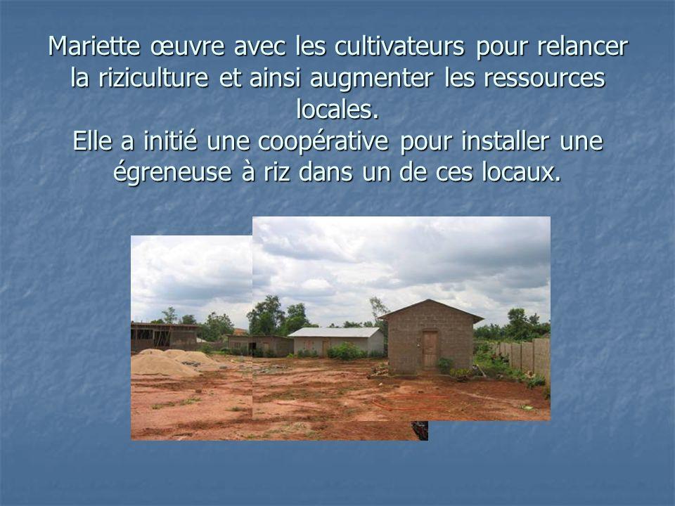 Mariette œuvre avec les cultivateurs pour relancer la riziculture et ainsi augmenter les ressources locales.
