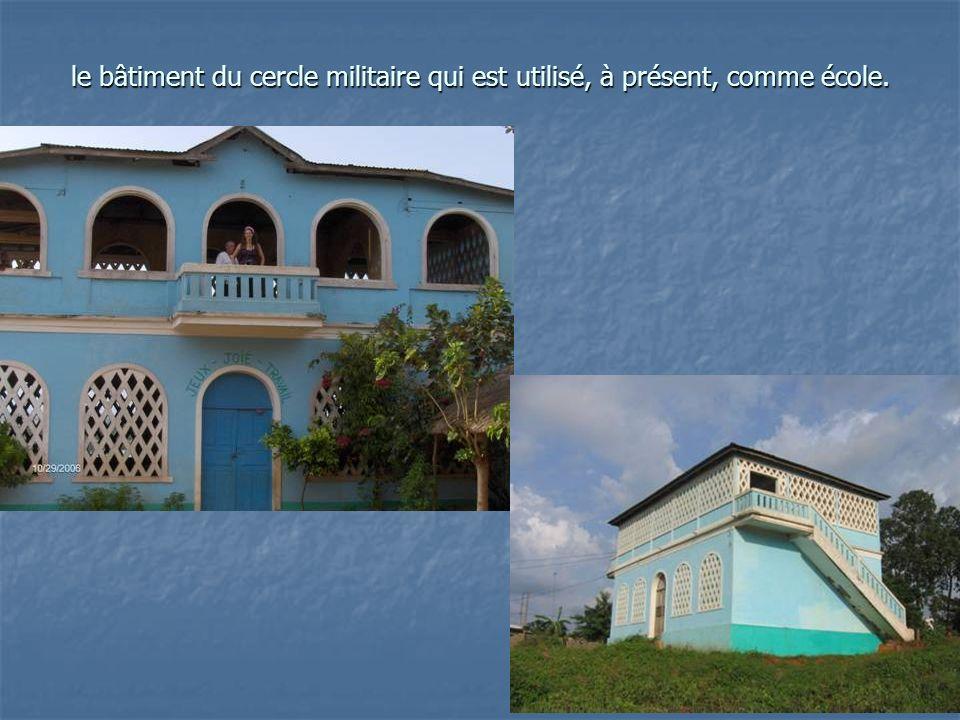 le bâtiment du cercle militaire qui est utilisé, à présent, comme école.