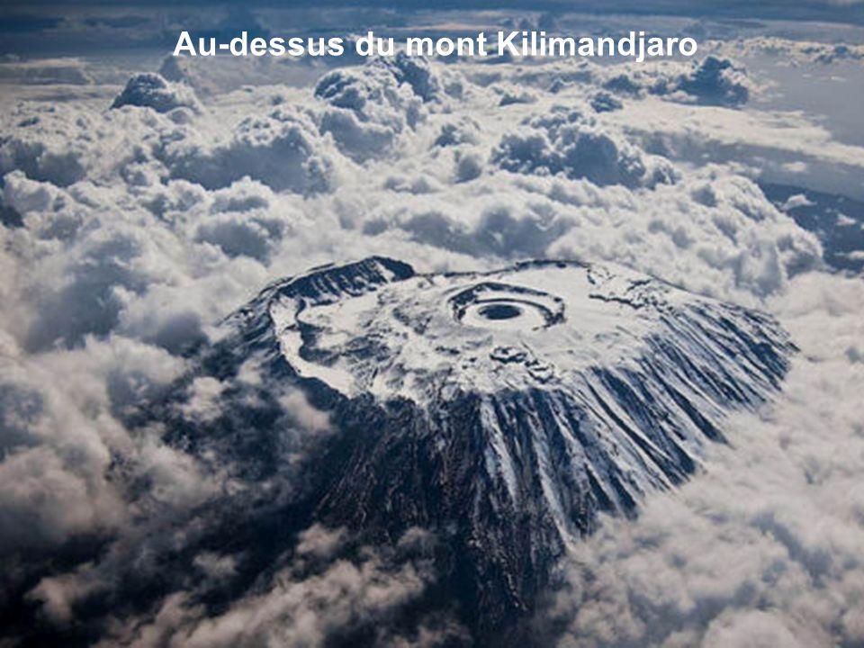 Au-dessus du mont Kilimandjaro
