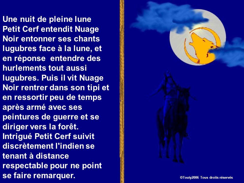 Une nuit de pleine lune Petit Cerf entendit Nuage Noir entonner ses chants lugubres face à la lune, et en réponse entendre des hurlements tout aussi lugubres.