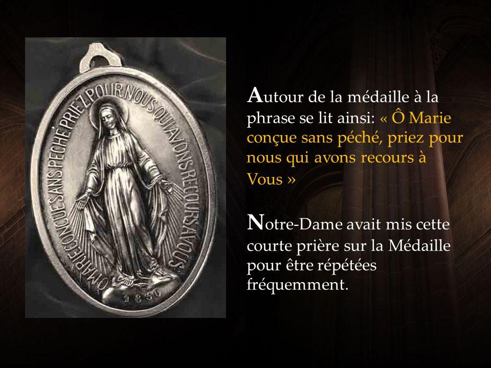 1830 est l année des apparitions de Notre-Dame, dans lequel elle a révélé à Catherine Labouré la médaille.