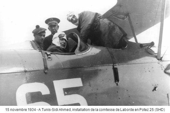 15 novembre 1934 - A Tunis-Sidi Ahmed, installation de la comtesse de Laborde en Potez 25 (SHD)