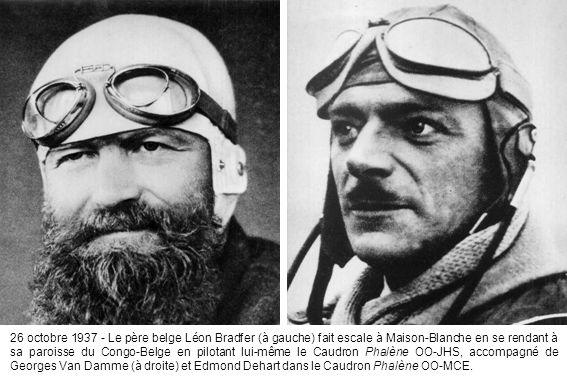 26 octobre 1937 - Le père belge Léon Bradfer (à gauche) fait escale à Maison-Blanche en se rendant à sa paroisse du Congo-Belge en pilotant lui-même le Caudron Phalène OO-JHS, accompagné de Georges Van Damme (à droite) et Edmond Dehart dans le Caudron Phalène OO-MCE.