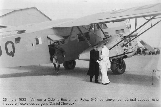 26 mars 1938 - Arrivée à Colomb-Béchar, en Potez 540, du gouverneur général Lebeau venu inaugurer lécole des garçons (Daniel Chevaux)