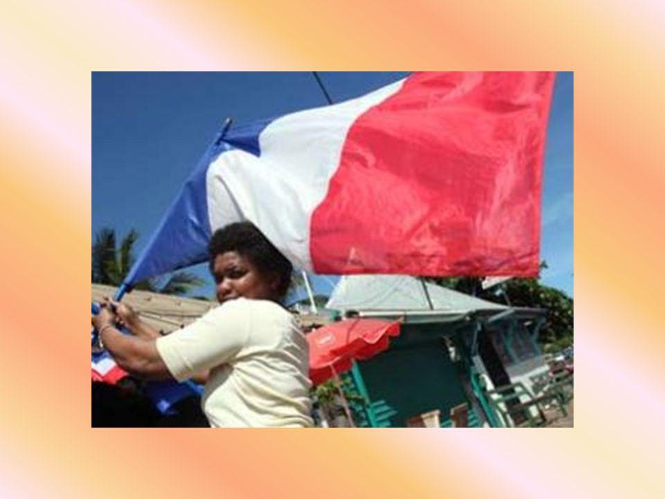 Croyez-vous que ce soit par pur patriotisme ? Que nenni ! Il faut rappeler que 95 % de la population mahoraise est musulmane et dans la même proportio