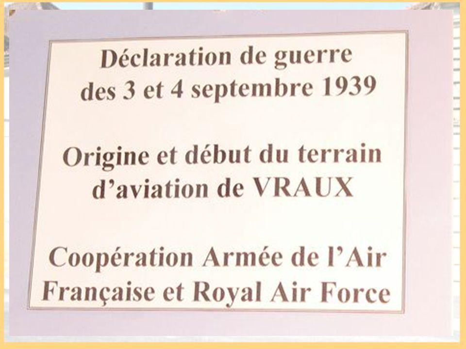 Cette salle dédiée au sergent Ronald BRIGHT du Squadron 114 de la R.A.F présente une pièce dhabitation typique des années 1930-1940.