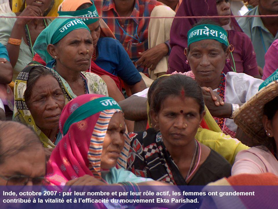 Inde, octobre 2007 : par leur nombre et par leur rôle actif, les femmes ont grandement contribué à la vitalité et à lefficacité du mouvement Ekta Parishad.