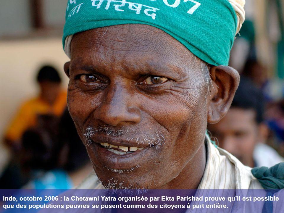 La mobilisation pour soutenir les sans terre indiens sétend par-delà les frontières.