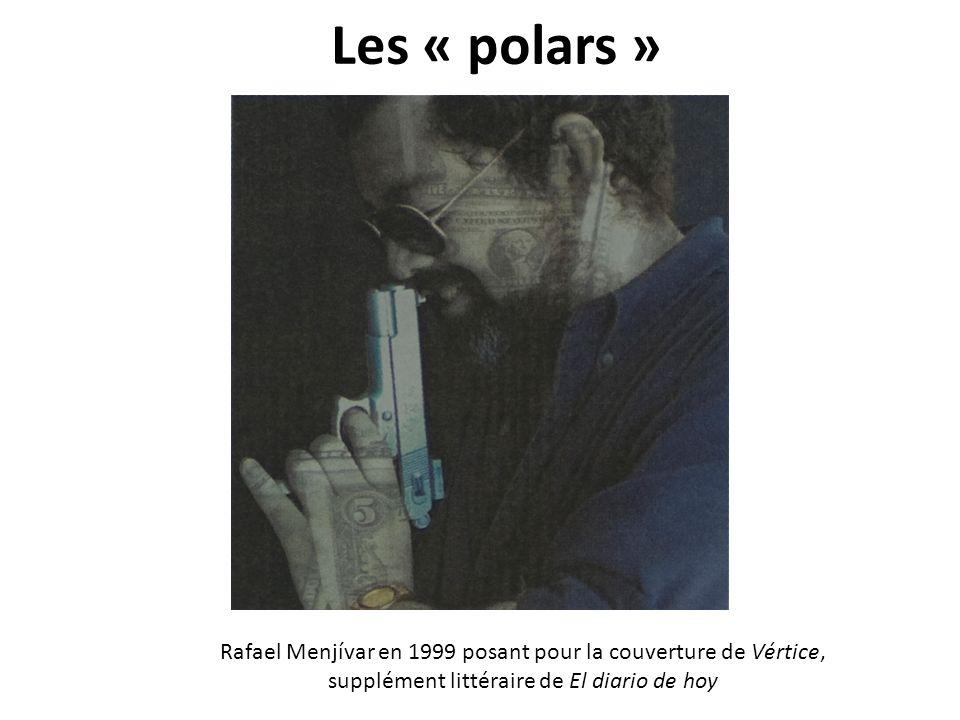 Les « polars » Rafael Menjívar en 1999 posant pour la couverture de Vértice, supplément littéraire de El diario de hoy