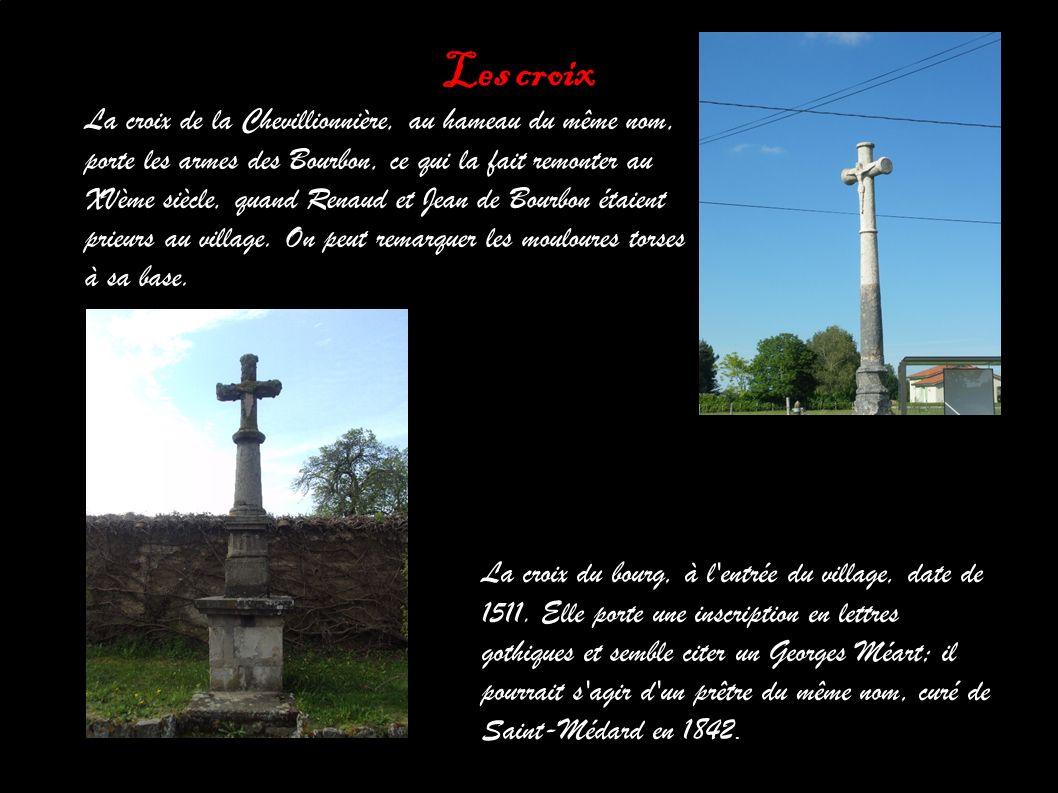 Les croix La croix de la Chevillionnière, au hameau du même nom, porte les armes des Bourbon, ce qui la fait remonter au XVème siècle, quand Renaud et Jean de Bourbon étaient prieurs au village.