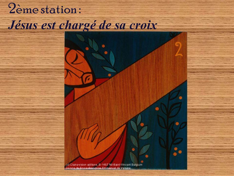 2ème station : Jésus est chargé de sa croix