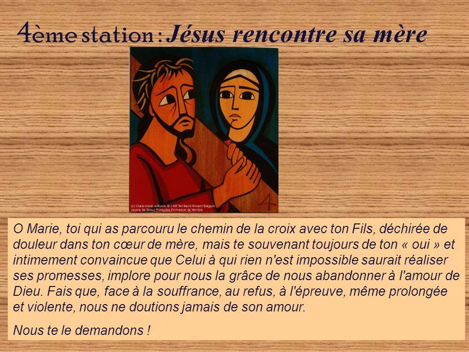 O Marie, toi qui as parcouru le chemin de la croix avec ton Fils, déchirée de douleur dans ton cœur de mère, mais te souvenant toujours de ton « oui »