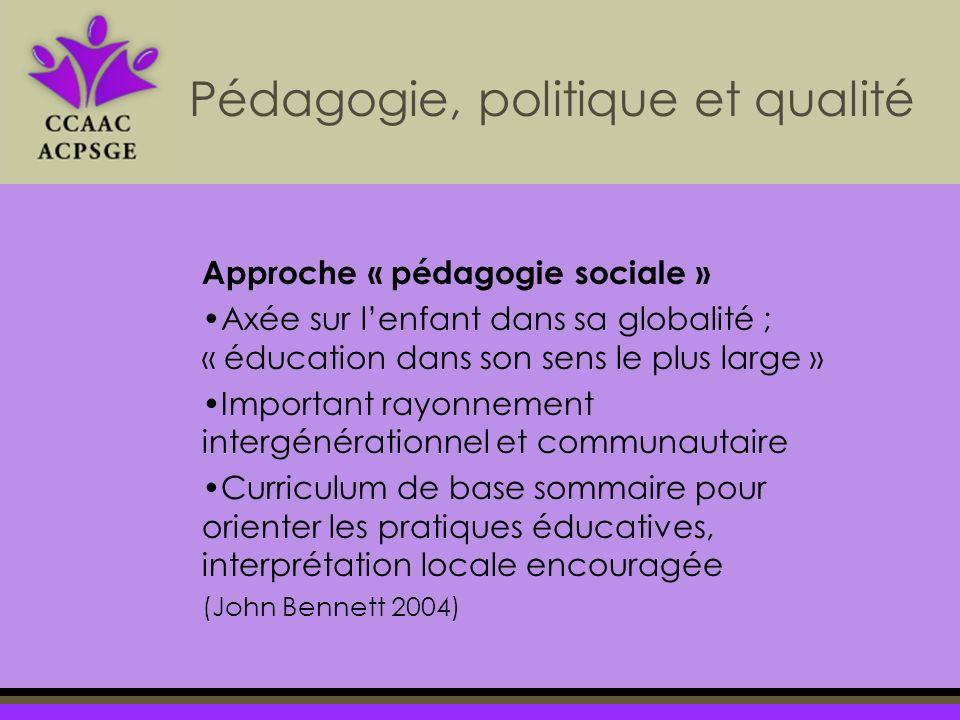 Approche « pédagogie sociale » Axée sur lenfant dans sa globalité ; « éducation dans son sens le plus large » Important rayonnement intergénérationnel et communautaire Curriculum de base sommaire pour orienter les pratiques éducatives, interprétation locale encouragée (John Bennett 2004) Pédagogie, politique et qualité