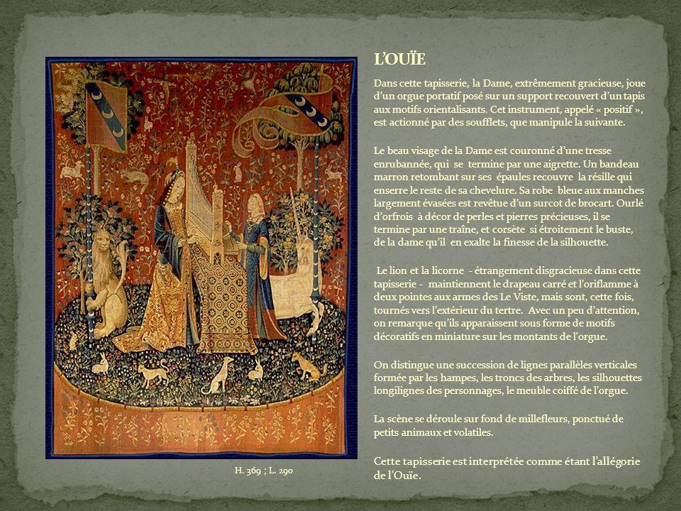 Dans cette tapisserie, la Dame, extrêmement gracieuse, joue dun orgue portatif posé sur un support recouvert dun tapis aux motifs orientalisants.