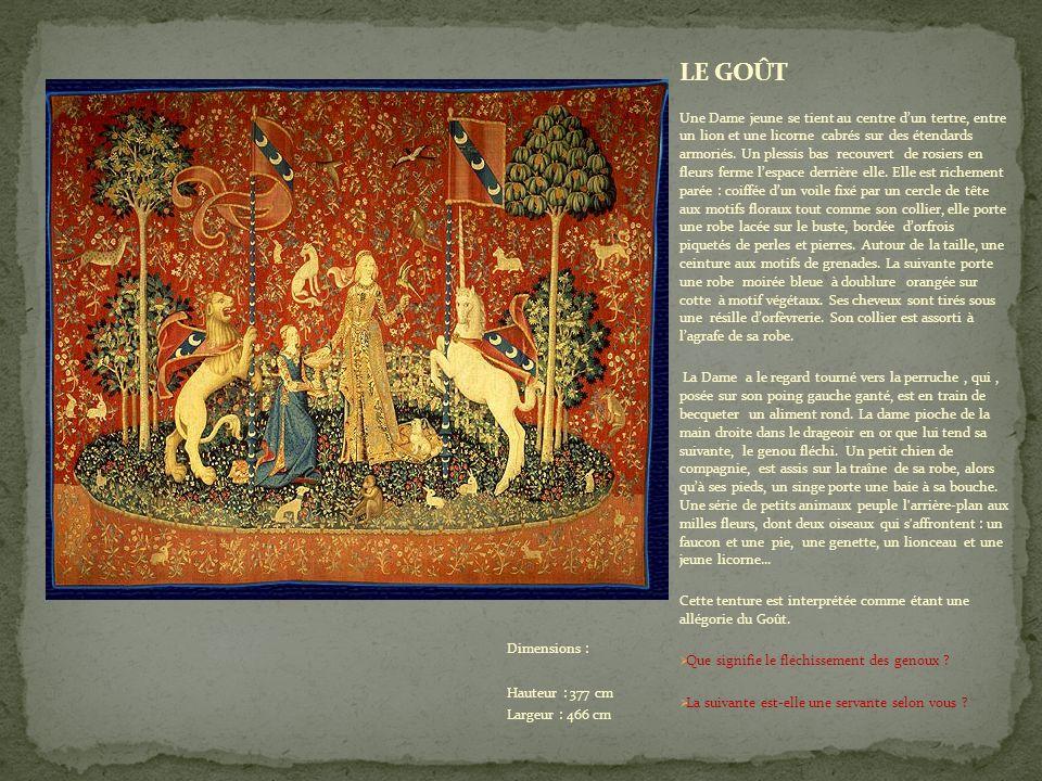 Une Dame jeune se tient au centre dun tertre, entre un lion et une licorne cabrés sur des étendards armoriés.