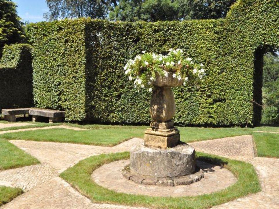 Exemple même d lart topiaire, ces jardins de verdure À la française sont exceptionnels.