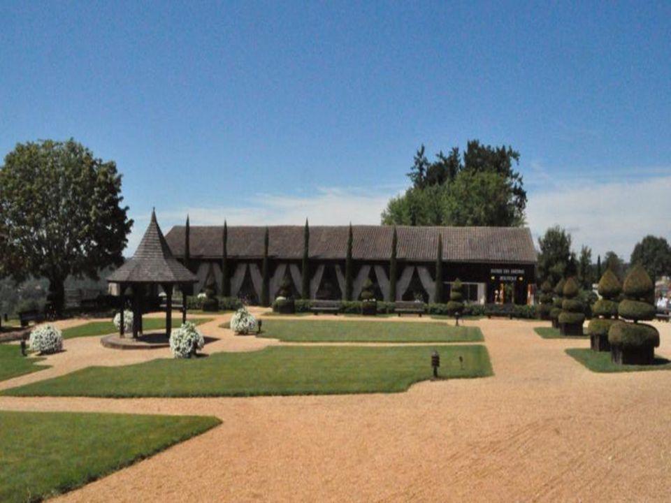 Les jardins du manoir dEyrignac monuments historiques du XVII et XVIII siècle, sont incontestablement les plus beaux jardins du Périgord Avec une coll