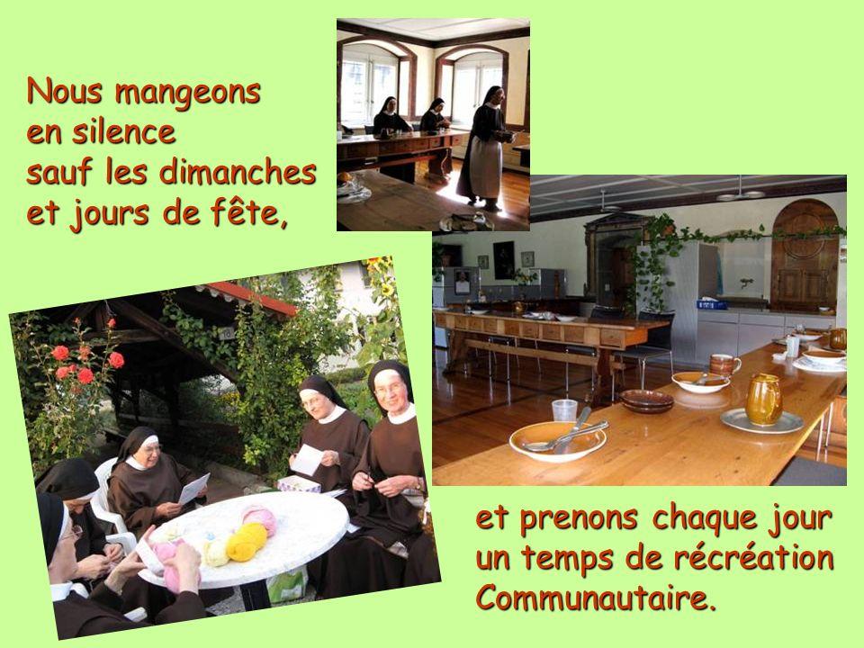 Nous mangeons en silence sauf les dimanches et jours de fête, et prenons chaque jour un temps de récréation Communautaire.