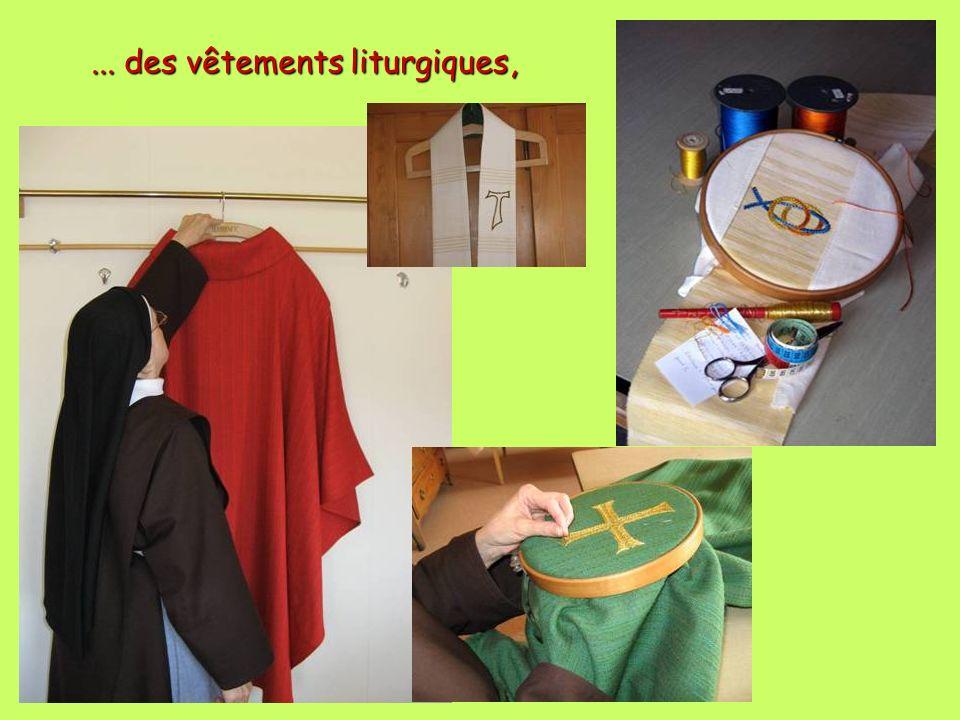 ... des vêtements liturgiques,