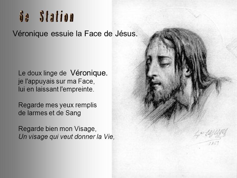 Simon de Cyrène aide Jésus à porter sa Croix. Aussitôt après avoir rencontré ma Mère, un secours m'est venu : Simon le Cyrénéen. Quand tu pries pour l