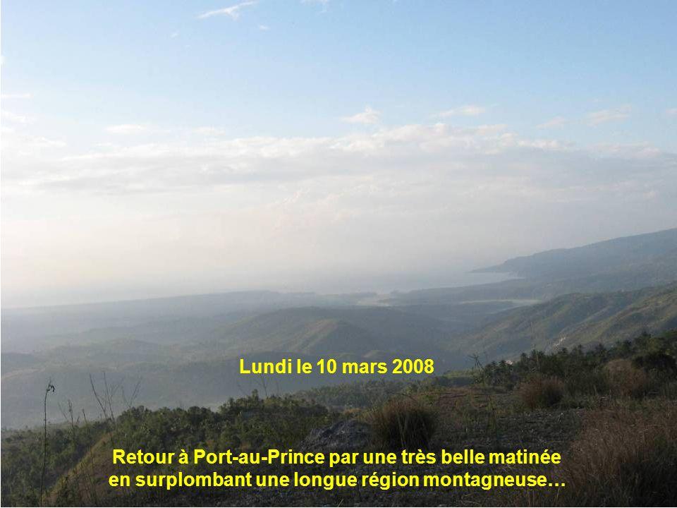 Lundi le 10 mars 2008 Retour à Port-au-Prince par une très belle matinée en surplombant une longue région montagneuse…