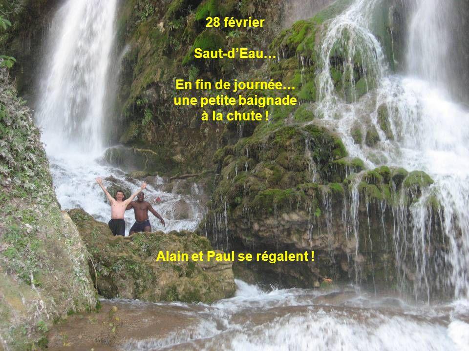 28 février Saut-dEau… En fin de journée… une petite baignade à la chute ! Alain et Paul se régalent !