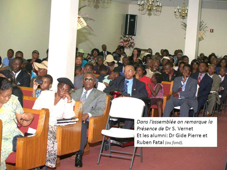 Dans lassemblée on remarque la Présence de Dr S. Vernet Et les alumni: Dr Gide Pierre et Ruben Fatal (au fond).