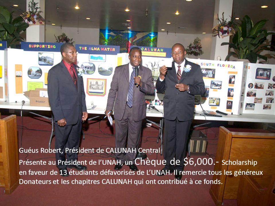 Guéus Robert, Président de CALUNAH Central Présente au Président de lUNAH, un Chèque de $6,000.- Scholarship en faveur de 13 étudiants défavorisés de