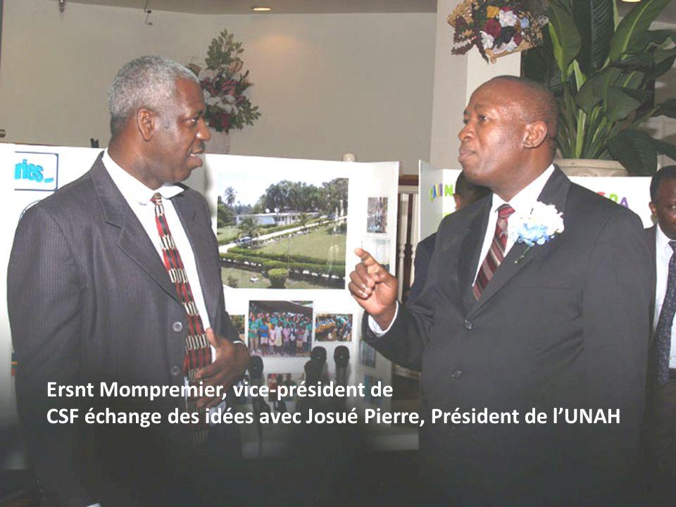 Ersnt Mompremier, vice-président de CSF échange des idées avec Josué Pierre, Président de lUNAH
